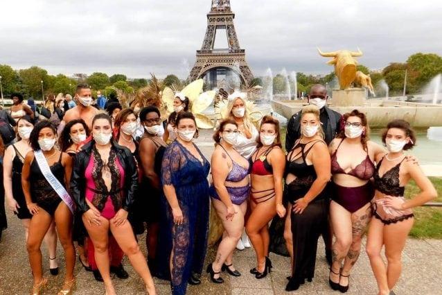 Nella Settimana della Moda di Parigi sfilano le donne normali: curvy e disabili per il Body Positive