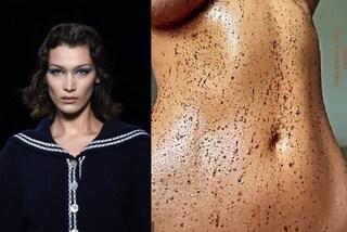Bella Hadid rivela il suo segreto di bellezza: uno scrub a base di caffè per avere la pelle liscia