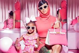 Cardi B, la figlia Kulture ha la sua stessa borsa griffata: a 2 anni è già appassionata di lusso