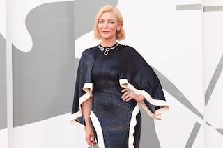 Festival di Venezia 2020, red carpet inaugurale in mascherina: Cate Blanchett è regina di stile