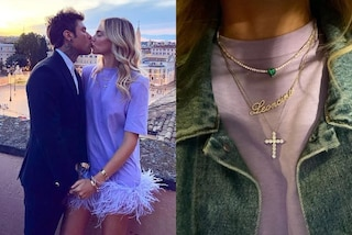 Chiara Ferragni con le piume per l'anniversario di nozze: Fedez le regala una collana di diamanti