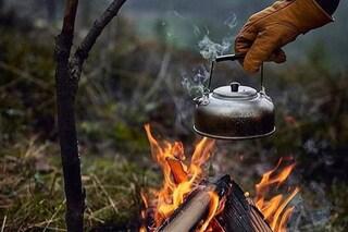 Cucinare nei boschi è la nuova moda social: spopola il trend per rientrare in contatto con la natura