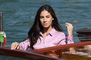 Festival di Venezia, Giulia De Lellis non ha paura di mostrare l'acne: è splendida nella sua normalità
