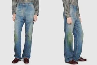 I jeans effetto vintage diventano di lusso: il modello Gucci costa 600 euro ma è macchiato d'erba