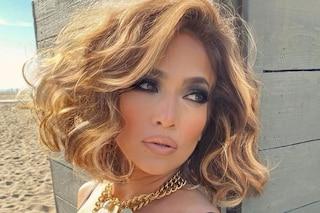 Jennifer Lopez col wavy bob: il caschetto mosso è il più trendy per l'autunno 2020