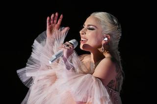 Lady Gaga e le star con problemi di depressione: essere famosi non significa essere invincibili