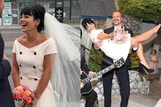 Lily Allen futura sposa in mini: la promessa di nozze con David Harbour è in abito corto e velo