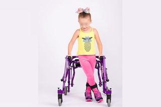 """Modelli disabili sfilano alla New York Fashion Week: """"La loro vita cambia quando si sentono cool"""""""