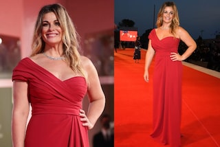 Festival di Venezia 2020: Vanessa Incontrada in rosso infiamma il red carpet