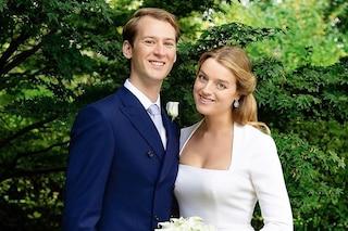 """Flora Ogilvy, Royal Wedding """"mini"""" per la cugina di Harry e William: l'abito da sposa è bon-ton"""
