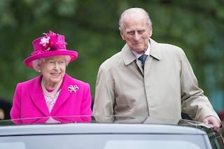 Il segreto di Elisabetta II e il principe Filippo: la fede nuziale nasconde un'incisione romantica