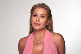 """Anastacia posa in topless per l'Ottobre rosa: """"Non rimandate la mammografia a causa della pandemia"""""""