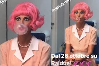 """È """"capelli rosa mania"""": Bianca Guaccero cambia look prima di Detto Fatto ma è solo una parrucca"""