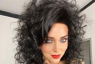 Chiara Ferragni con i capelli neri e ricci: il look shock per il nuovo video di Fedez