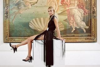 Chiara Ferragni agli Uffizi: gli abiti e i look dell'influencer in posa tra le opere di Botticelli