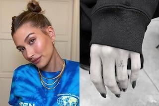 Hailey Baldwin, un tatuaggio al posto della fede: è il simbolo del suo amore per Justin Bieber