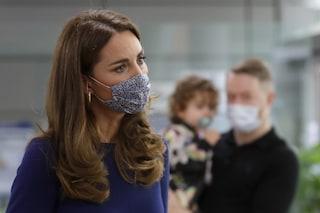 Kate Middleton incontra le mamme che hanno perso un figlio: «È coraggioso parlarne apertamente»