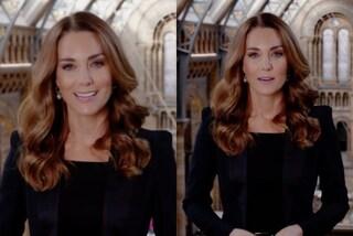 """Kate Middleton contro l'etichetta: indossa la giacca con le spalline ma sceglie un colore """"vietato"""""""
