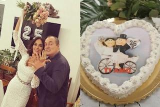 Maria Grazia Cucinotta di nuovo in abito da sposa: tubino di pizzo per i 25 anni di nozze col marito