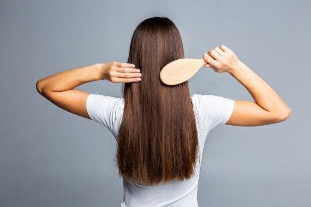 spazzolare i capelli fa bene