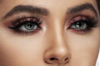 Come applicare l'ombretto: tutto quello che devi sapere per un trucco occhi perfetto