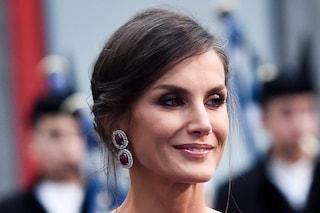 Letizia di Spagna spopola con la gonna pied de poule: il look è ispirato a Lady D. e Kate Middleton