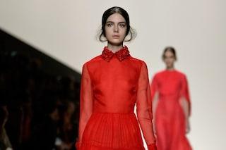 Una lady all'Opera ispirò lo stilista: come nasce l'iconico rosso Valentino