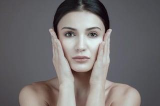 Acne: come pulire correttamente il viso con i consigli del dermatologo