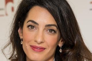 Amal Clooney premiata per il suo impegno al fianco dei giornalisti in nome dellalibertà di stampa