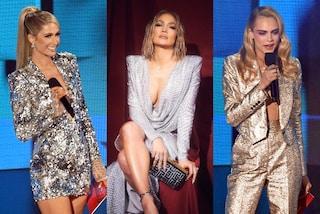 American Music Awards 2020: da J.Lo a Cara Delevingne, spopolano i look scintillanti