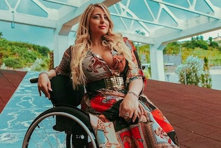 Benedetta, modella disabile che sfida i pregiudizi: «Ero con un uomo e mi hanno detto: è il badante?»