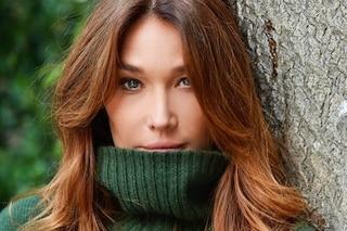 Carla Bruni cambia colore di capelli: il suo cinnamon balayage è il must-have dell'autunno
