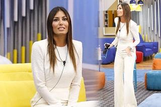 GF Vip 2020, puntata 18: Elisabetta Gregoraci candida in bianco (con orecchini e scarpe di lusso)