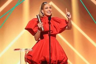 """Jennifer Lopez è l'Icona dell'Anno, nel discorso si rivolge alle donne: """"Non arrendetevi mai"""""""