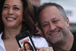 Il marito di Kamala Harris mette in pausa il lavoro: la priorità è sostenere la carriera della moglie