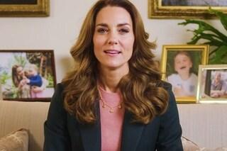 """Kate Middleton """"imita"""" Elisabetta II: le foto esposte nello studio hanno un significato simbolico"""