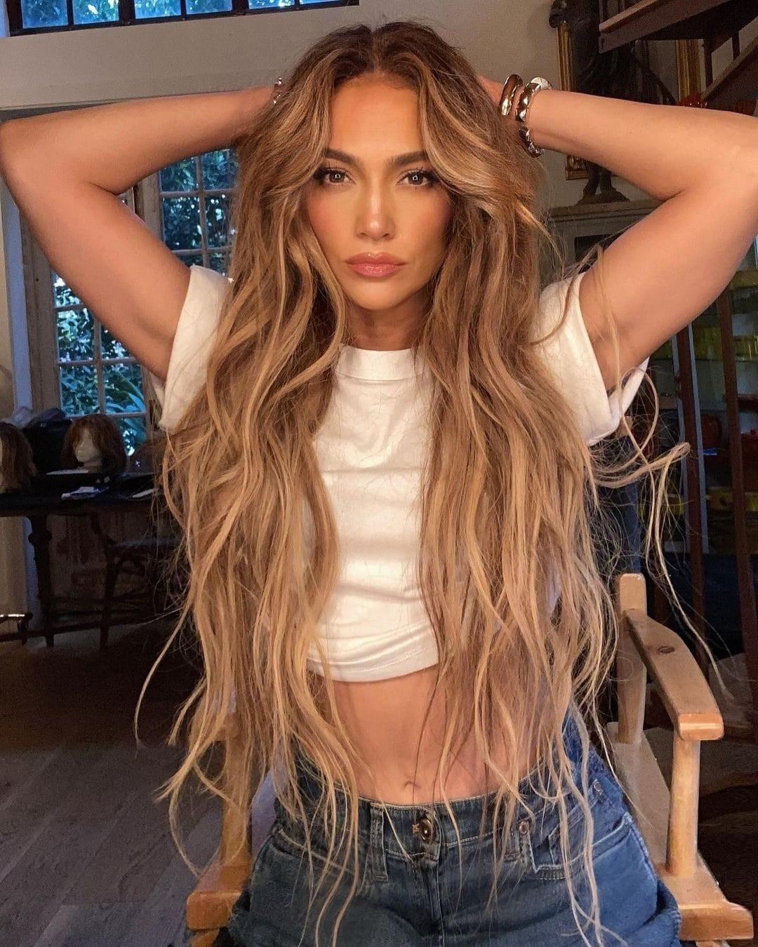 Jennifer Lopez con le extension extra long