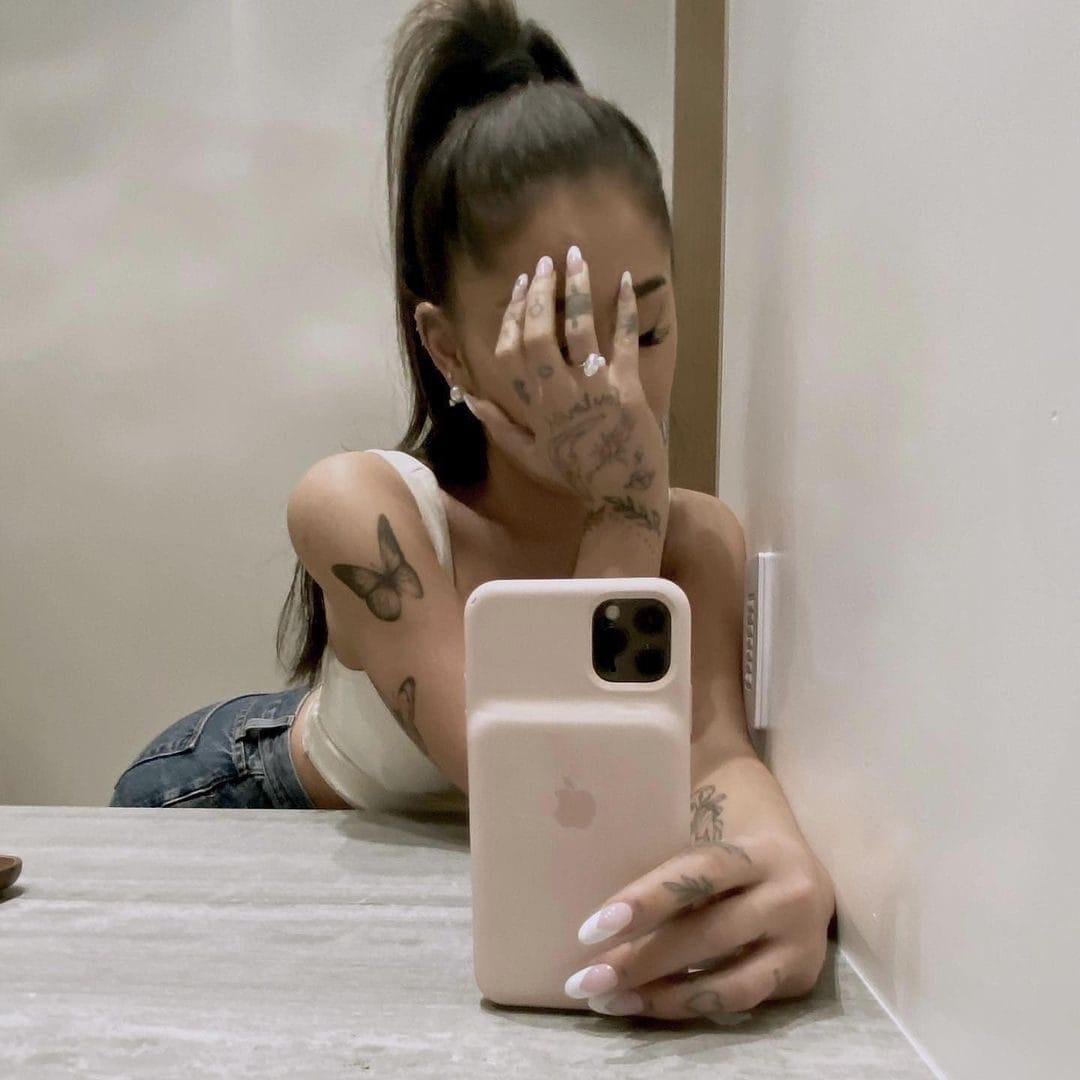 Ariana Grande, la foto dell'anello di fidanzamento