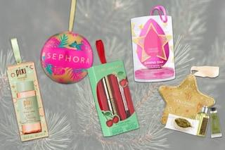 Albero di Natale originale a tema beauty: le decorazioni make up e skincare da appendere
