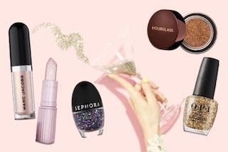 Capodanno a casa? Non rinunciare ai glitter: le manicure e i make up da copiare