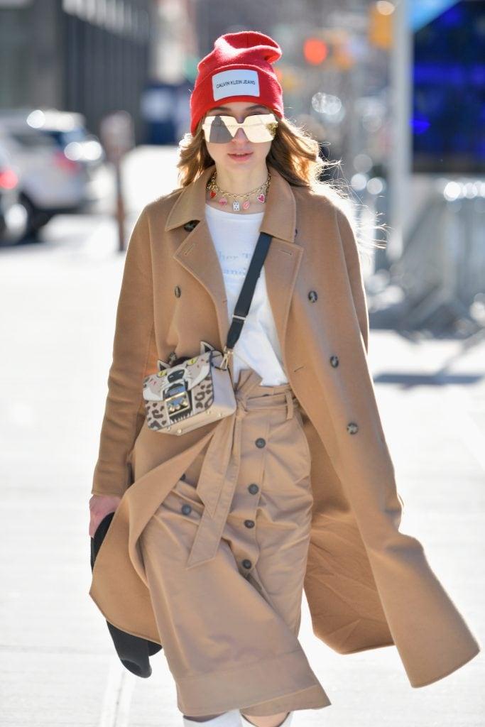 Street look fotografato durante la New York Fashion Week