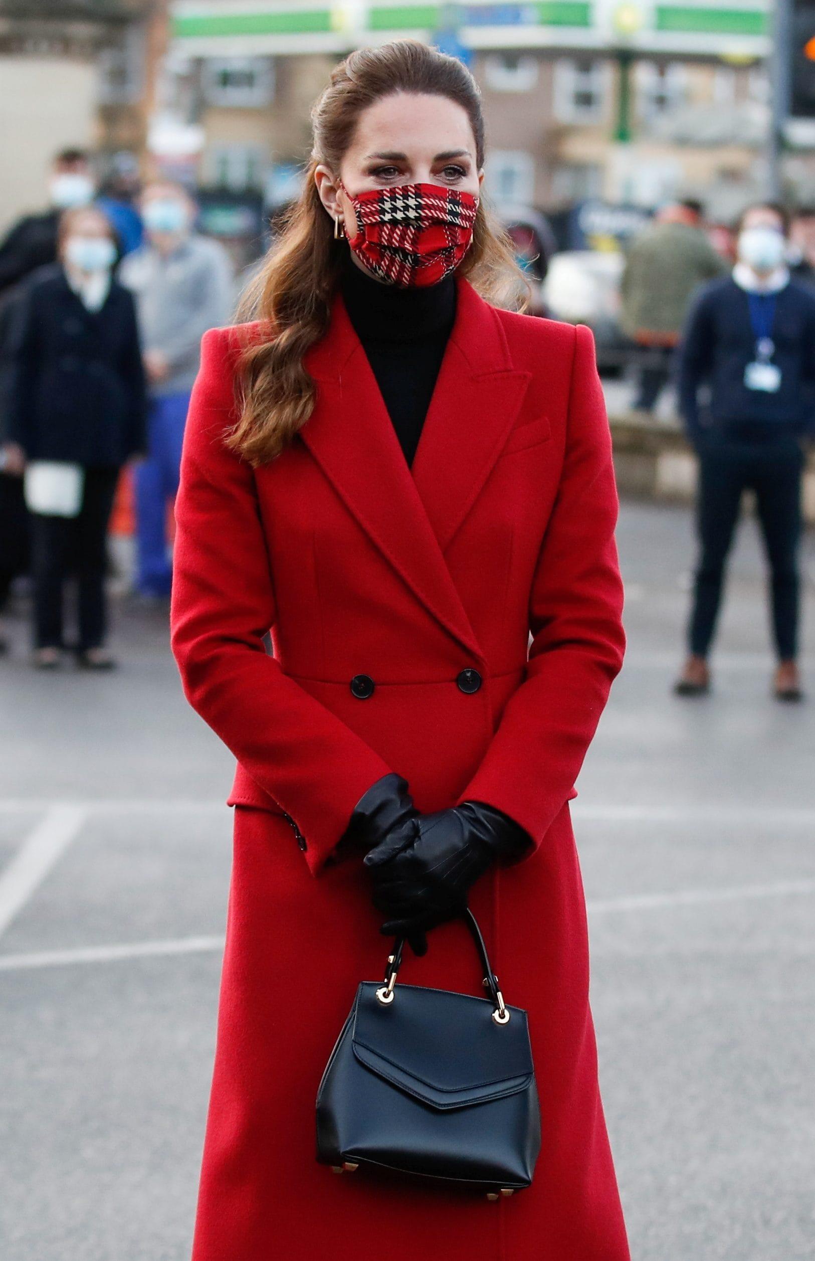 Kate Middleton è icona di stile anche in mascherina