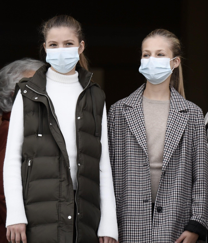 Leonor e Sofia di Spagna con i look low–cost