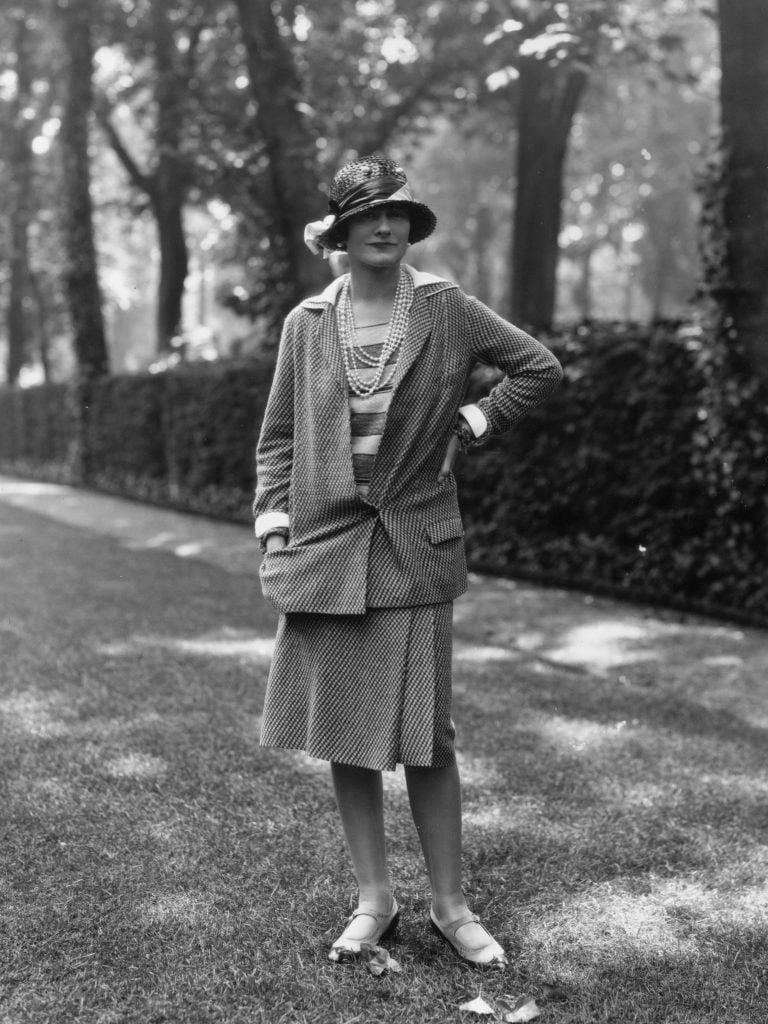 Coco Chanel con le collane di perle