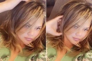Chrissy Teigen cambia look: ora porta l'iconico caschetto di Rachel di Friends
