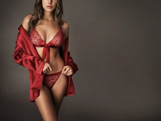 Perché a Capodanno si porta l'intimo rosso? Le regole della tradizione per un anno fortunato