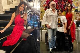 Elisabetta Gregoraci, Natale con Nathan e Flavio Briatore: il look è rosso con i collant a tema