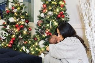 Giorgia Palmas dolce mamma, il primo Natale con Mia è in tuta e con due alberi addobbati