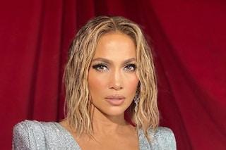 Jennifer Lopez non si è mai ritoccata: per avere una pelle perfetta usa la crema solare