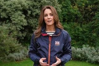 """Kate Middleton in versione """"marinaretta"""": il look casual rende omaggio alla sua passione per la vela"""
